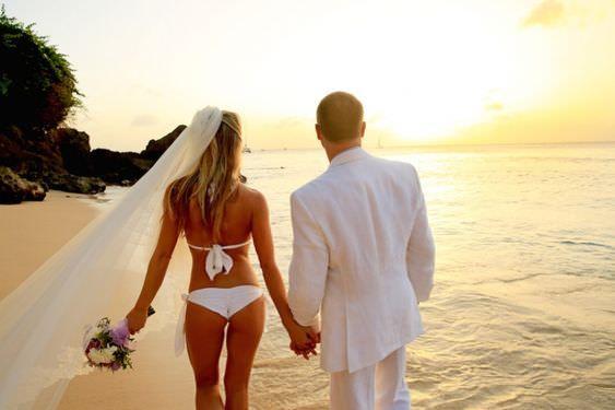 Chụp ảnh cưới ở biển nên mặc Bikini phá cách